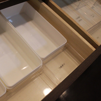 【一日一掃除】TVボードの中身を全出しして拭き掃除☆