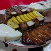 ちくわサラダに、馬刺し、辛子蓮根、熊本の銘酒「美少年」。熊本のうんまいもの、大満喫!