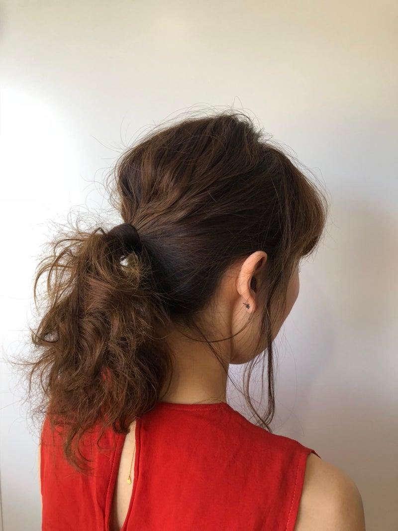 ポニーテール女性の後ろ姿の画像