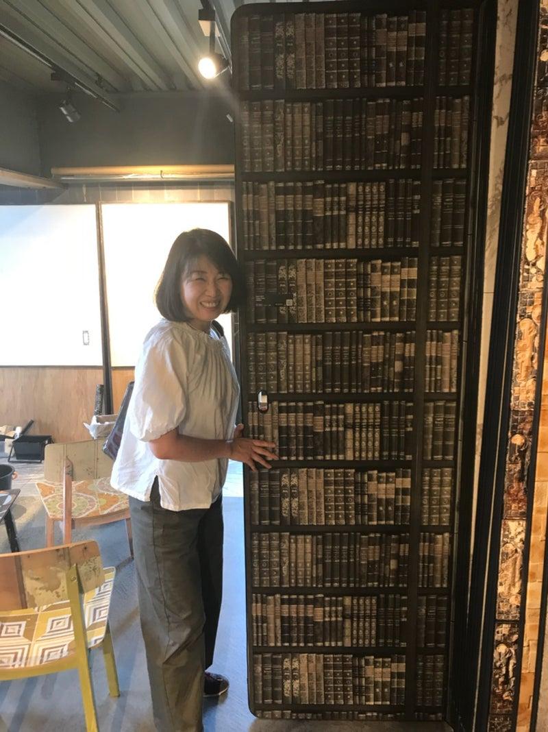 輸入壁紙を選びに 大阪 オンライン 売れるサロン空間づくり 狭小 古家 自宅空間を 新規顧客 リピーター増に繋がる繁盛店インテリアにリニューアル