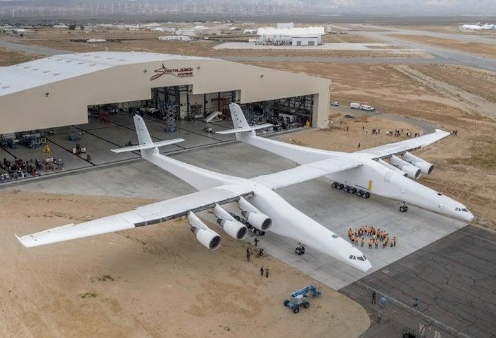 ポール・アレンの世界最大の飛行機、「空の発射台」として2020年運用 ...