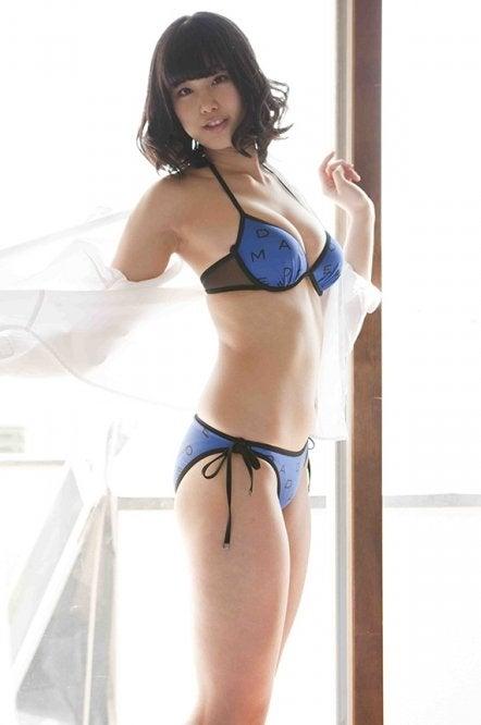 稲村亜美   キレイなお姉さんは好きですか?