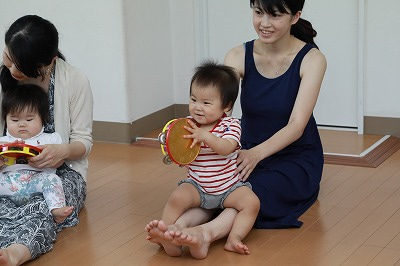 系列の音楽教室で、代表の井上幸子のリトミックレッスンが受講できます。の記事より