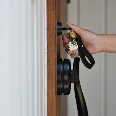 バッグの中身公開!鍵の迷子をなくす便利グッズの記事に添付されている画像