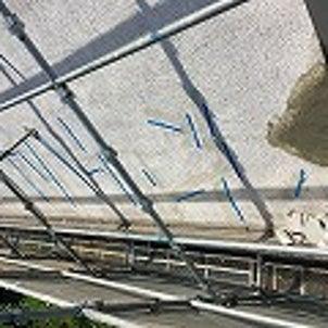 足場と屋上防水工事。残暑の中屋上は熱つ^---!の画像