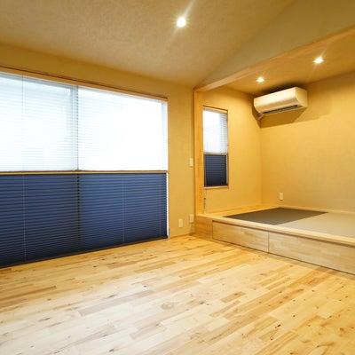 和モダンなお宅のカーテン施工例の記事に添付されている画像