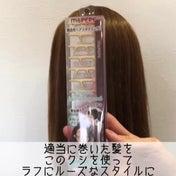 適当に巻いた髪をラフで無造作ヘアに作れるコーム