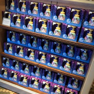 再販日!棚一面のミッキーシェイプのハンドソープの記事に添付されている画像