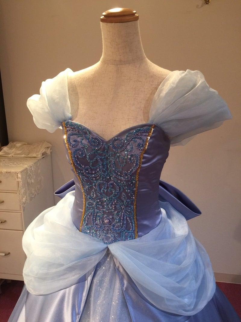 3c6bd90dff7dd ブランニューエリーオリジナルのウエディングドレスを、花嫁様のご要望でデザイン変更、カラー変更してお作り致しました。