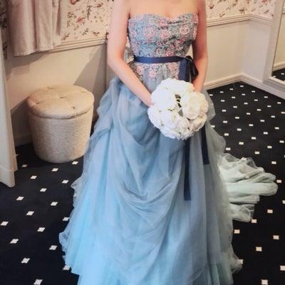 ドレス探しの旅11_ブルー柄ドレスの記事に添付されている画像