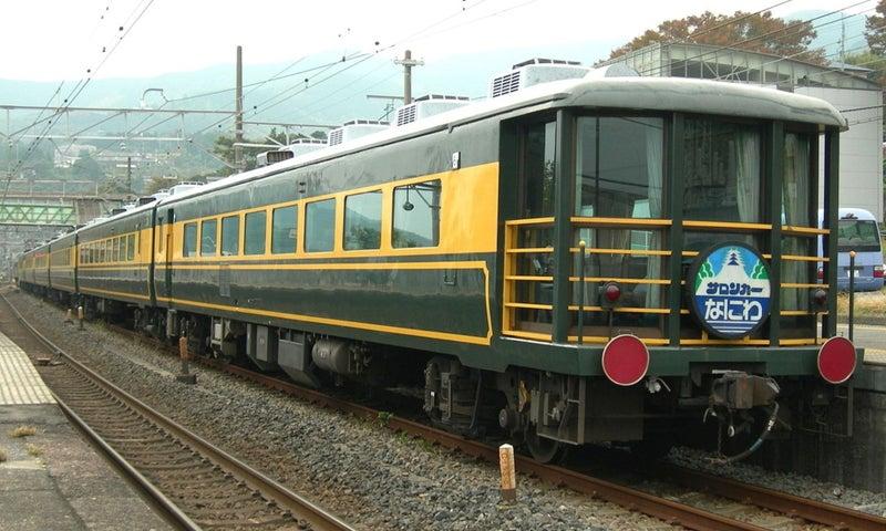 JR_West_Salon-car_Naniwa