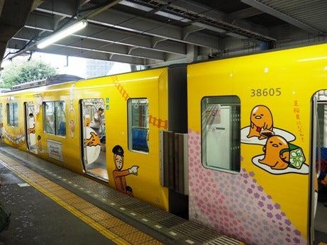 西武新宿線のラッピング電車