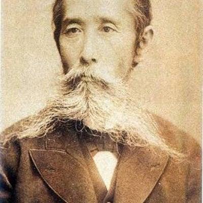 煙谷先生は架空人物の記事に添付されている画像