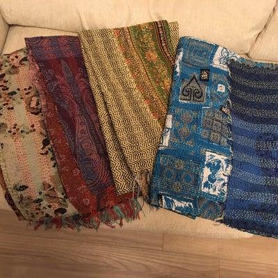日本では10倍の価格:インド製のシルクスカーフの記事に添付されている画像