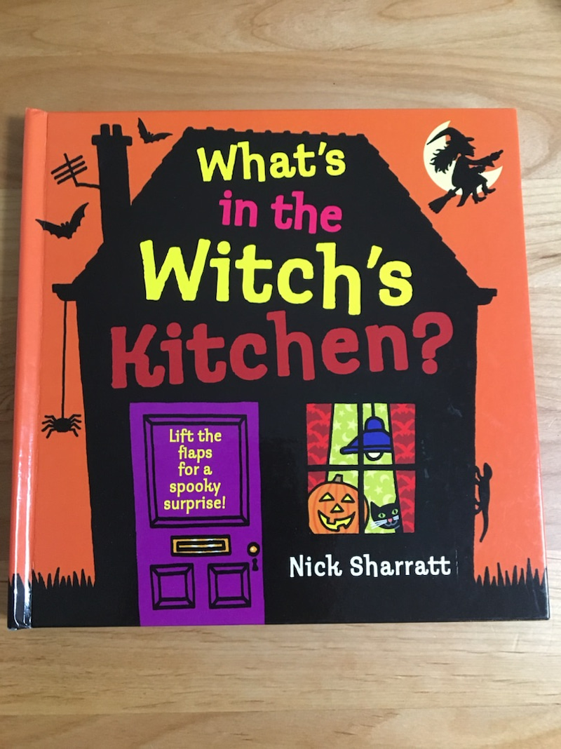ハロウィンの絵本に what s in the witch s kitchen 豊中市の親子