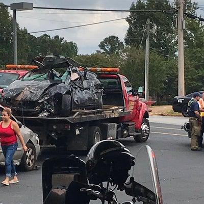 ▼唸声事故現場のストリートビュー/ガソリンスタンドに猛スピードの自動車が突っ込むの記事に添付されている画像
