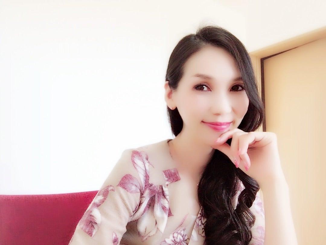 Lady 香水『Lih』12/1デビューします♡の記事より