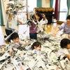 10/11(木)スマイリーキッズひまわり『新聞遊び』の画像
