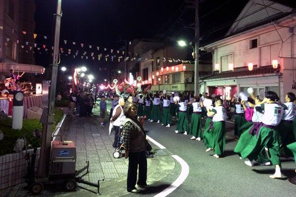 八幡浜みなと祭りの「てやてや踊り競演大会」。
