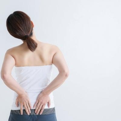 【腰 ヘルニア】ある部分を押して痛みがあるとヘルニアの可能性がありますの記事に添付されている画像