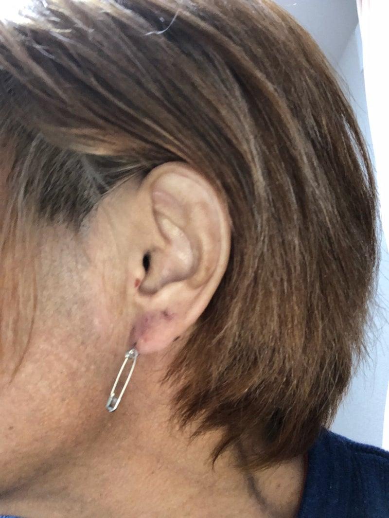 左 耳 ピアス 【女性版】ピアスをあける位置や個数による意味とは?