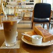 浅草FUJI CAFE看板犬の佇むカフェ