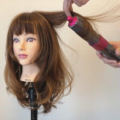 【最速レビュー】髪が自動的に巻きつく!?ダイソン新商品『Dyson Aiwrapの記事に添付されている画像