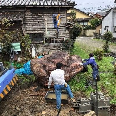 ラフタークレーンを使っての景石据え付け。の記事に添付されている画像
