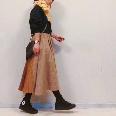 理想的なスニーカーと女子会コーデの記事に添付されている画像