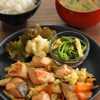 特売鮭も野菜でかさ増し!定番食材だけで作る10分136円節約献立
