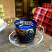 ガラスのコーヒーカップと厚切りトースト すみだ珈琲