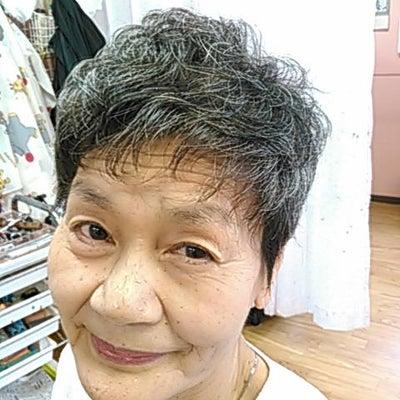 白髪でもおしゃれできますよ~今やグレーヘアとして確立ですね~~^^の記事に添付されている画像