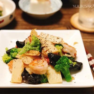 ぷりぷりの海老と、色々な食感が楽しめる食材で、あっさり塩炒め。ごま油とたっぷり生の記事に添付されている画像