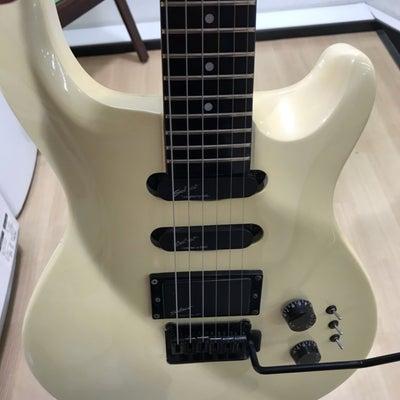 速報 樹脂指板のギターの記事に添付されている画像