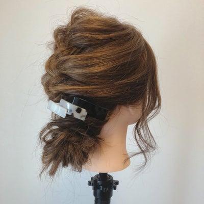 『編み込みシニヨン』でお洒落女子の仲間入り♪の記事に添付されている画像