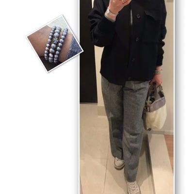 通勤コーデ☆グレー×ネイビーに白を散らして&ショッキングな出来事の記事に添付されている画像