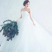 会場の雰囲気と調和するドレスの選び方の記事に添付されている画像