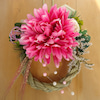 存在感たっぷり、艶やかに☆ピンクの大輪ダリアを飾ったしめ縄リースの画像