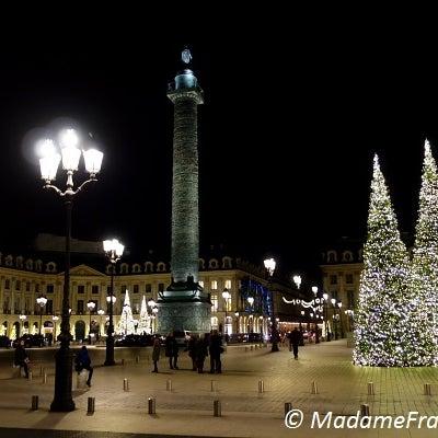 パリのエレガントなクリスマスデコレーションの記事に添付されている画像