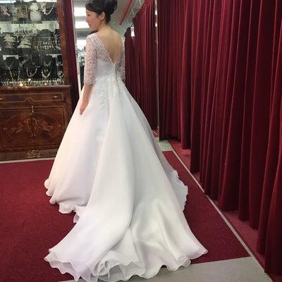 長袖のウエディングドレスです!の記事に添付されている画像