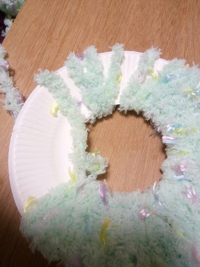 クリスマスリース作り方紙皿毛糸まく