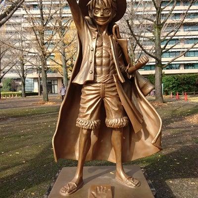 熊本県庁にルフィ像の記事に添付されている画像