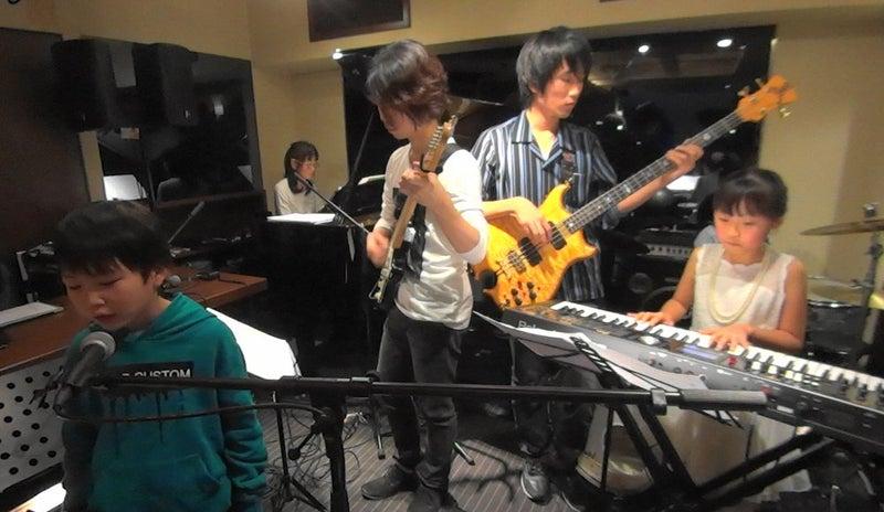 バンド演奏。ドラえもん
