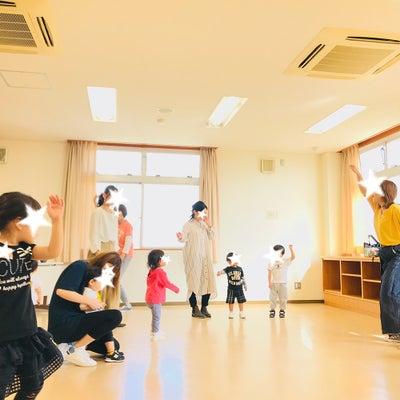 \12月18日(火)/元歌のお姉さん+おうち保育室soraリトミックするよ~✨の記事に添付されている画像