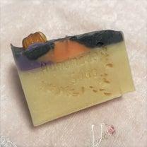 ハロウィンカラーの石けんの記事に添付されている画像
