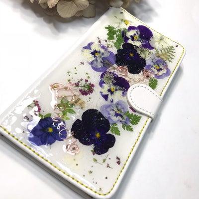 自家製押し花!新鮮 気分も上がるスマホカバーの記事に添付されている画像