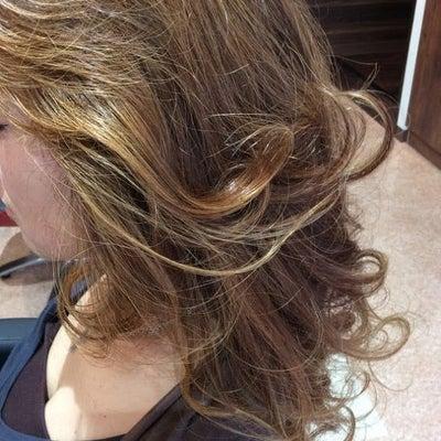 ハイライト&カラーでグレイヘアもおしゃれヘアに!!の記事に添付されている画像