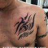トライバルタトゥー:胸の画像