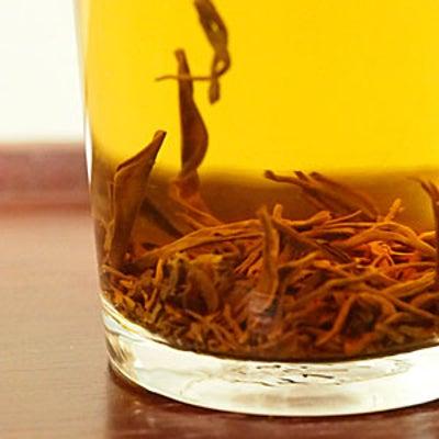 年賀状作りの傍らに宜興紅茶と猫さんの記事に添付されている画像