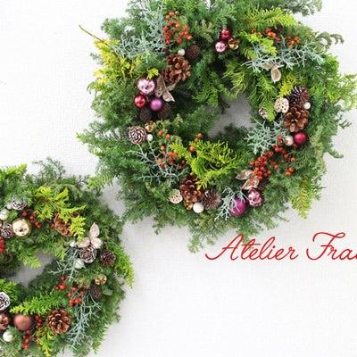 木の実と野ばらの実がたっぷり♪定番フレッシュクリスマスリースの記事に添付されている画像